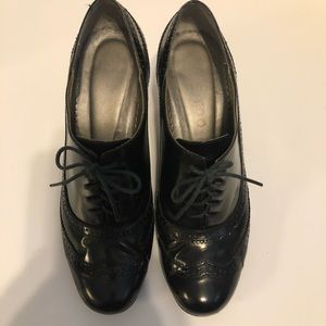 Me Too Patent Leather Brocade Oxford Heels 8.5